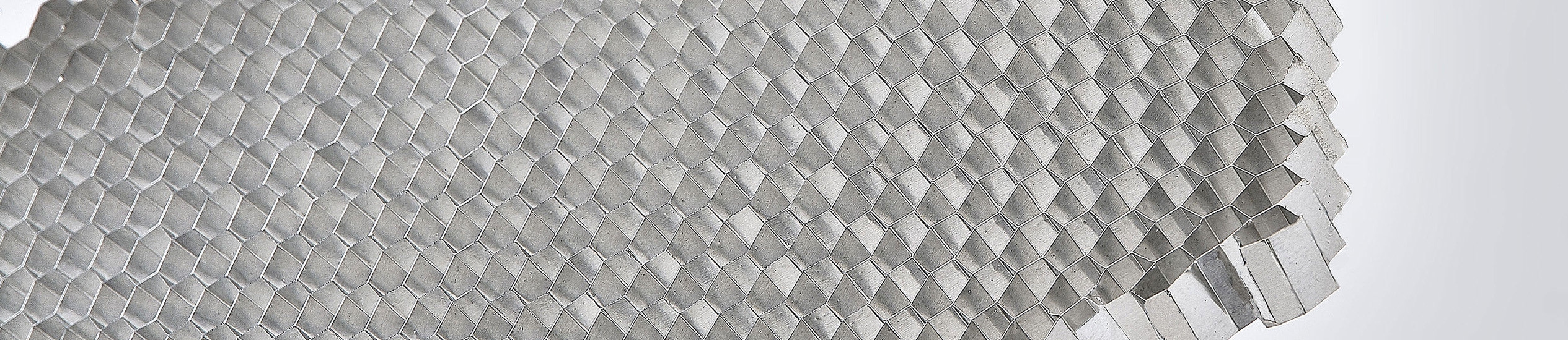 CEL offers a wide range of core materials: aluminium honeycomb, thermoplastics, aramid paper and foams. Their combination offers numerous advantages